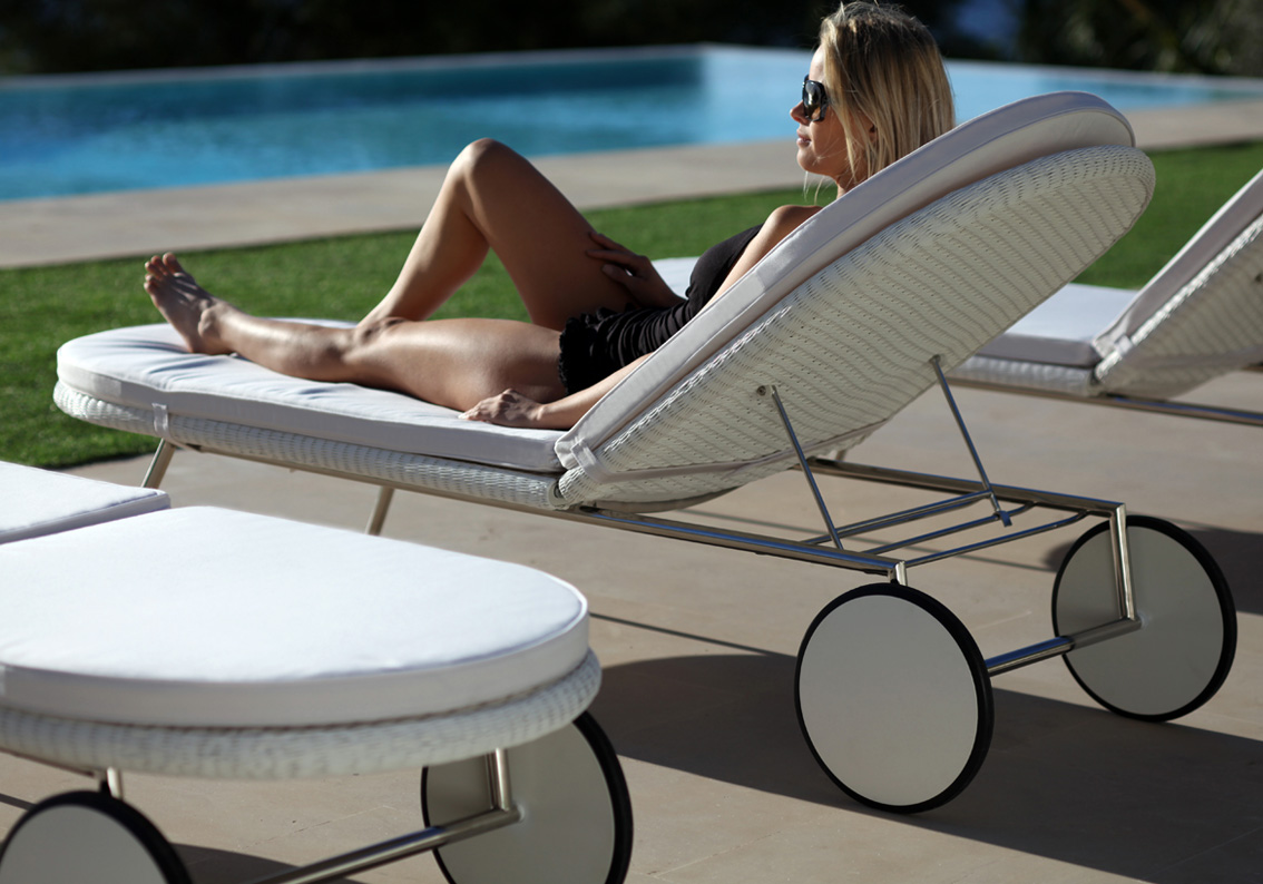 shell sunbed shell collection fueradentro outdoor. Black Bedroom Furniture Sets. Home Design Ideas