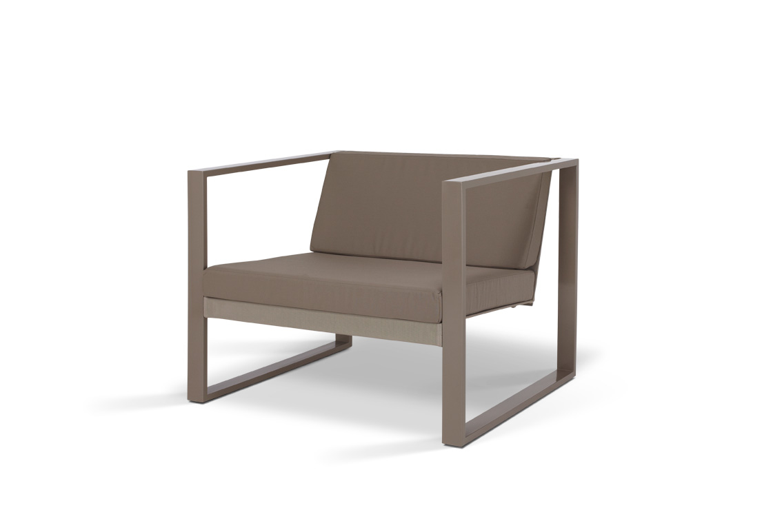 Poltrona Lounge Powder Coated Contemporary Outdoor Lounge Chair